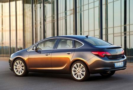 Opel Astra Sedán, primeras imágenes oficiales