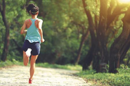 Los ejercicios de técnica de carrera que te ayudarán en el reto de los 10 kilometros