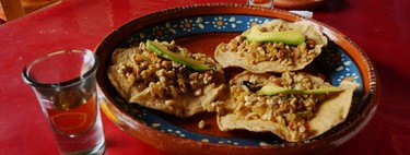 Tostadas de escamoles. Receta fácil de la cocina tradicional mexicana