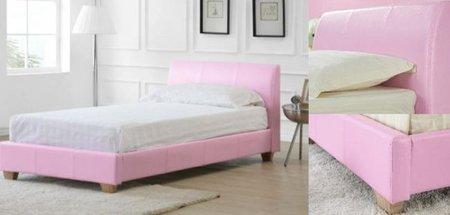 Una cama de cuero en rosa