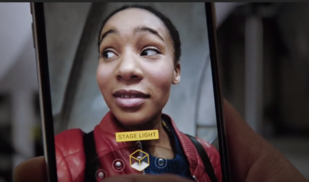 Apple publica un nuevo anuncio que destaca la iluminación vertical del iPhone X