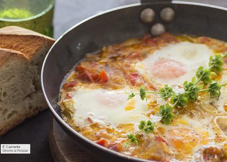 Huevos al plato al estilo vasco-francés