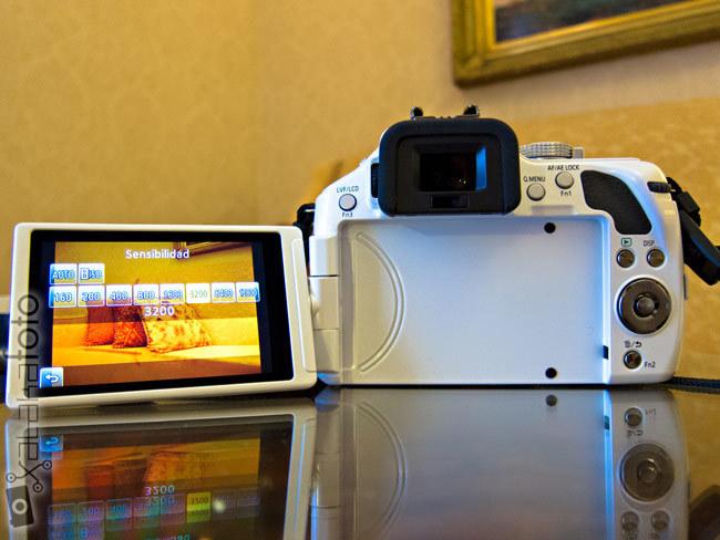 Lumix G5 vista trasera con pantalla
