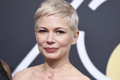 Michelle Williams opta por el black and white más sobrio en los Globos de Oro 2018