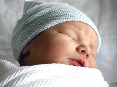 Por qué el gorro para los recién nacidos tiene sentido solo para las fotos
