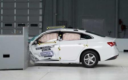 """Un auto que se preocupa por sus ocupantes. El Chevrolet Malibu obtuvo la calificación """"Top Safety Pick+"""" del IIHS"""