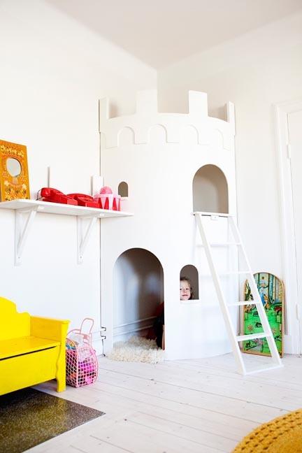 Un castillo de esquina para la habitación de los peques