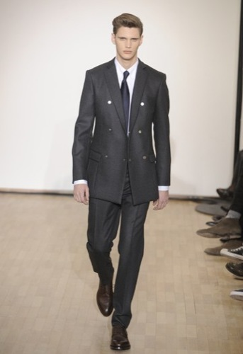 Raf Simons, Otoño-Invierno 2010/2011 en la Semana de la Moda de París. Traje doble