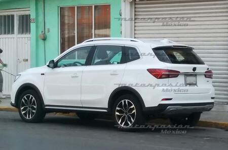 ¡Espiado! El MG RX5 ya rueda en México: así es el SUV chino que va tras Seltos