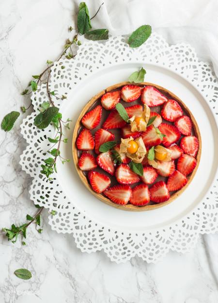 ¡Hello, primavera! Tarta fácil de fresas y chocolate con leche