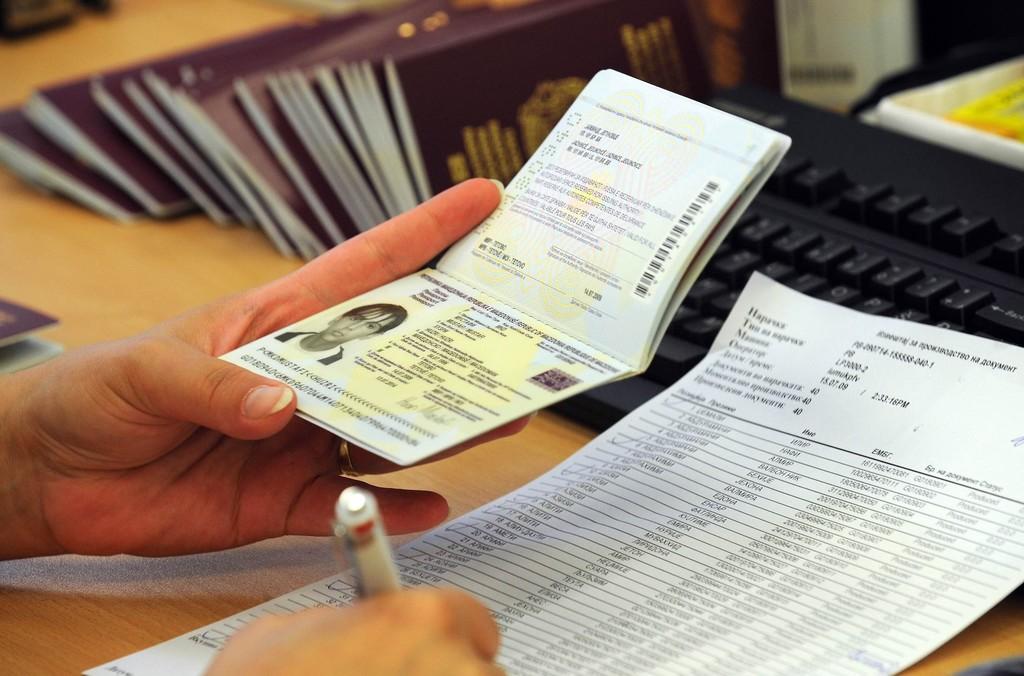 Qué controles y medidas de seguridad deberán pasar en los aeropuertos quienes lleguen o salgan de España
