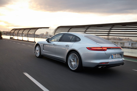 Porsche Panamera 04