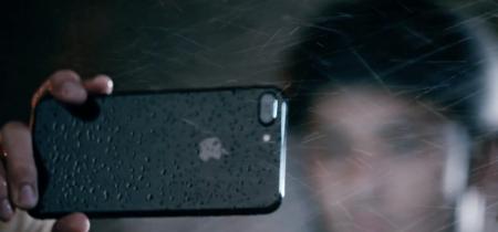 Apple lanza otra tanda de anuncios recordándonos lo sumergibles que son el iPhone 7 y el Apple Watch Series 2