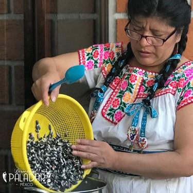 Qué es la nixtamalización y cómo hacerla en casa para hacer tortillas y aprovechar los nutrientes y beneficios del maíz