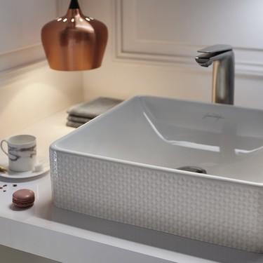 Jacob Delafon lanza una nueva (y sofisticada) colección de lavabos para los baños más chics