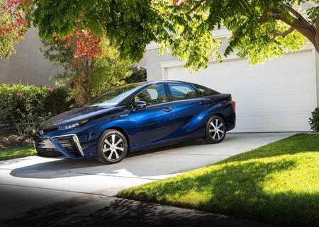 Toyota quiere que los autos de pila de hidrógeno sean tan accesibles como un híbrido y planean hacerlo con el Mirai