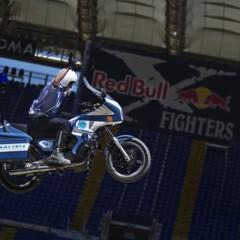 Foto 9 de 10 de la galería red-bull-x-fighters-de-roma-la-previa-con-una-moto-guzzi-de-la-policia-italiana en Motorpasion Moto