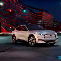 El Ford Mustang Mach-E es un atractivo SUV eléctrico con hasta 600 km de autonomía WLTP y carga rápida