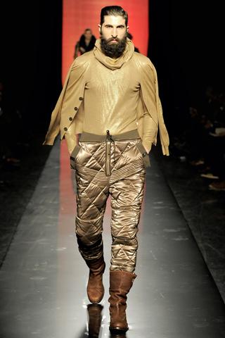 Foto de Jean Paul Gaultier Otoño-Invierno 2011/2012 en la Semana de la Moda de Paris (33/40)
