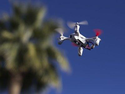 Un nuevo malware permite a los drones robar datos a través del LED de un computador
