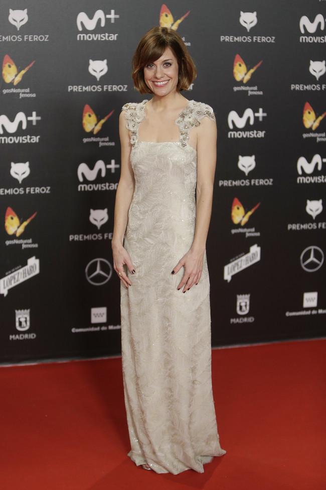 premios feroz alfombra roja look estilismo outfit Alexandra Jimenez