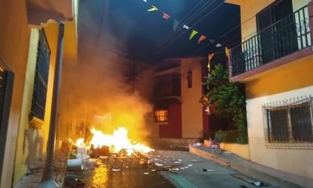 """En Chiapas usaron redes sociales para armar una revuelta: acusan de recibir """"ataque químico"""" y que el coronavirus no existe"""