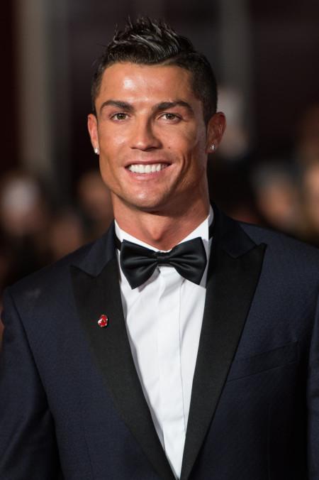 Impecable y elegante: Así lució Cristiano Ronaldo en la premiere de su documental