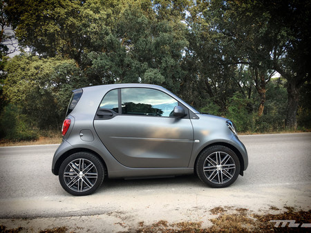 Smart Fortwo EQ lateral