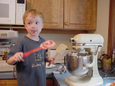¿Quieres que tus hijos sean adultos sanos? Enséñales a cocinar