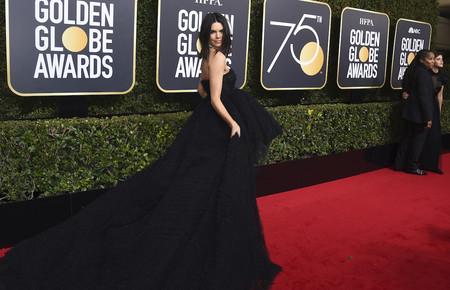 Kendall Jenner se enfunda el vestido de nuestros sueños en los Globos de Oro 2018