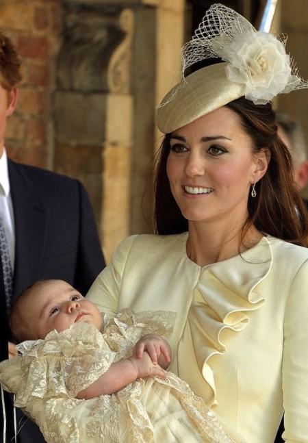 ¿Cuál es el mejor look para un bautizo real? Kate y Pippa Middleton conocen la respuesta
