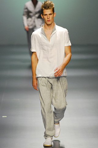 Foto de Adolfo Dominguez, Primavera-Verano 2010, en la Cibeles Fashion Week (9/11)
