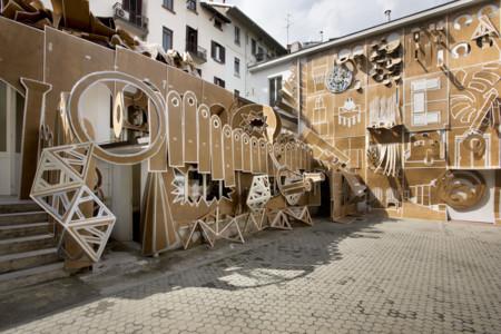 El proyecto artístico que convirtió una fachada en un gran libro animado de cartón