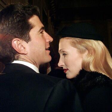 Siete looks noventeros de Carolyn Bessette junto a John F. Kennedy Jr que recreamos con prendas actuales