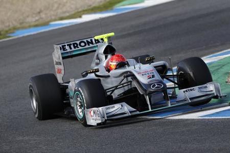 Michael Schumacher cree que Mercedes GP podrá luchar por el título