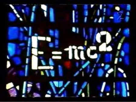 Una vidriera en una catedral homenajea a Einstein