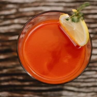 ¿Por qué es necesario tomar jugo de tomate en la mañana?