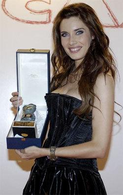 Pilar Rubio recibe un premio de Médicos del Mundo