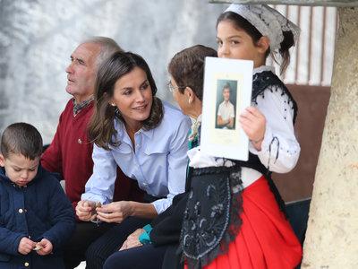 Doña Letizia Ortiz o cómo llevar un (perfecto) look dandy