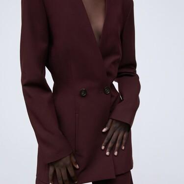 Zara nos muestra siete maneras diferentes de apostar por un blazer y romper con la monotonía