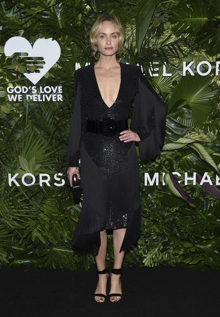 golden heart gala look estilismo outfit Amber Valletta