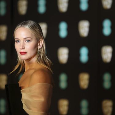 Jennifer Lawrence opta por el look beauty más minimal y cautivador en los premios BAFTA 2018