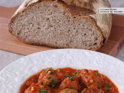 Albóndigas de chorizo en salsa de tomate y champiñones. Receta