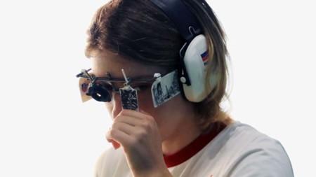 Una medallista rusa muestra diferentes elementos de The Witcher en su vestimenta
