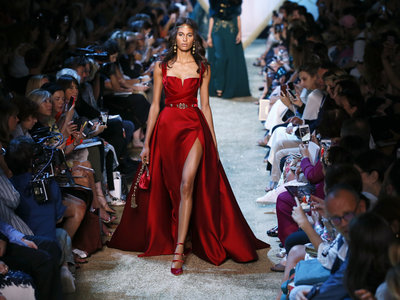 Elie Saab es el diseñador que enamora en la pasarela y en la alfombra roja. Su desfile de Alta Costura nos lo demuestra