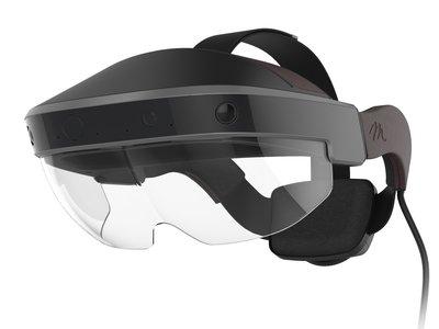 La HoloLens llegan a España a un precio para desarrolladores pudientes: 3.299 euros