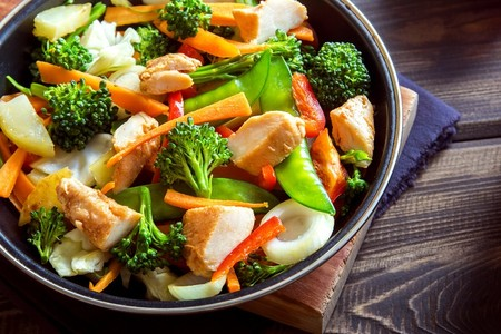 Así puedes evitar los ultraprocesados: prepara tu menú de comida real para llevar