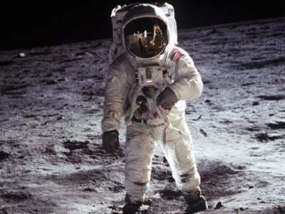 El traje de Neil Armstrong podría restaurarse para exhibición gracias a este proyecto