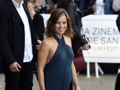 ¿Tienes boda y estás embarazada? Toma nota de lo que llevan las actrices en la alfombra roja