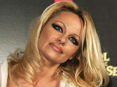 Pamela Anderson y su peculiar interpretación de los ojos ahumados
